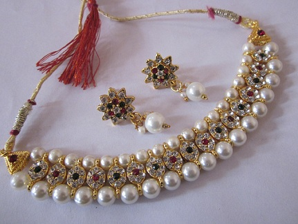 antique-gold-jewellery-with-pearls