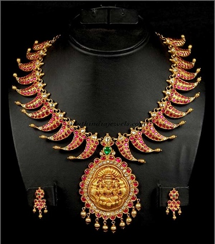 antique-necklace-with-ruby-and-goddess-embossed4