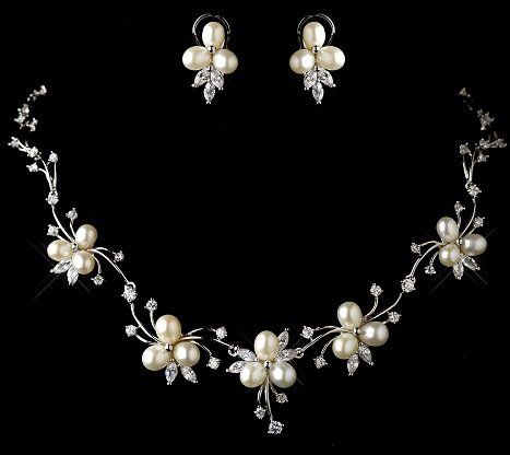 antique-pearl-necklace-in-floral-design3