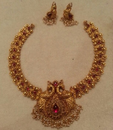 antique-ruby-peacock-chokers