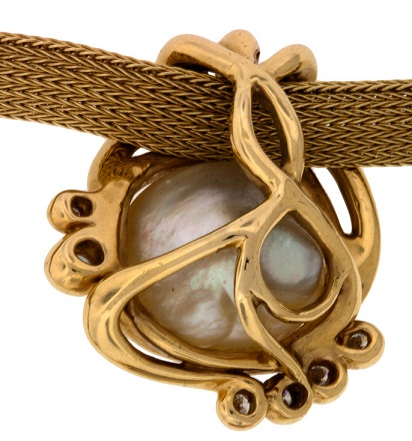 artistic-gold-pearl-pendant