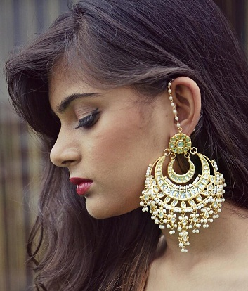 How to Use Big Earrings?