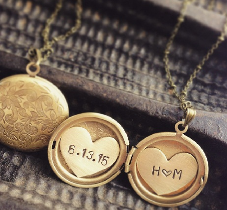 couple-golden-lockets