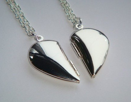 couple-heart-locket