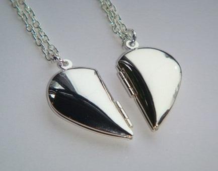 couple-heart-locket