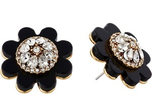 delightful-flower-shaped-stud-earrings-3