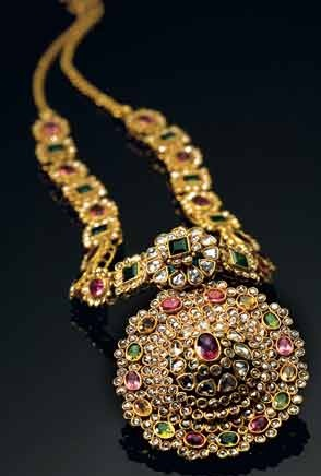 9 Latest Indian Designer Gold Jewellery Designs