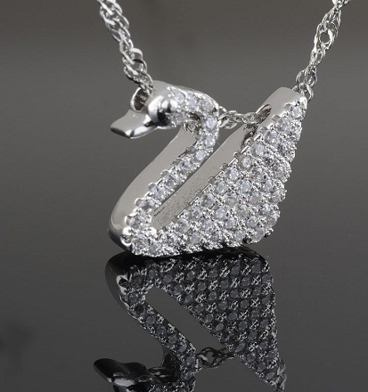 diamond-lockets-diamond-swan-locket