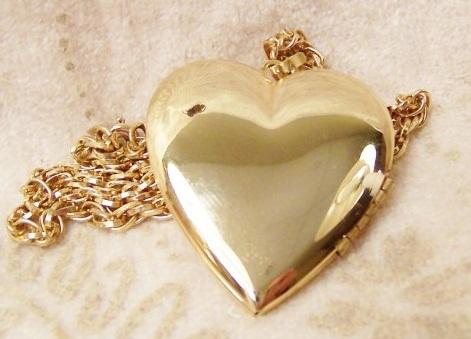 gold-heart-locket