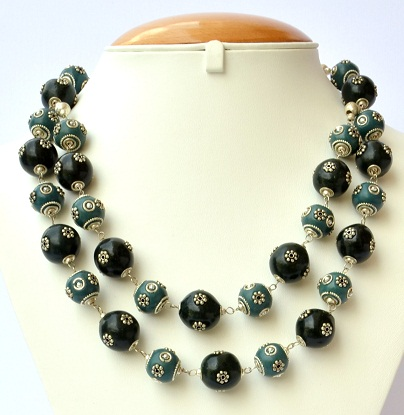 handmade-blue-and-blacks-beads-with-metal-flowers3