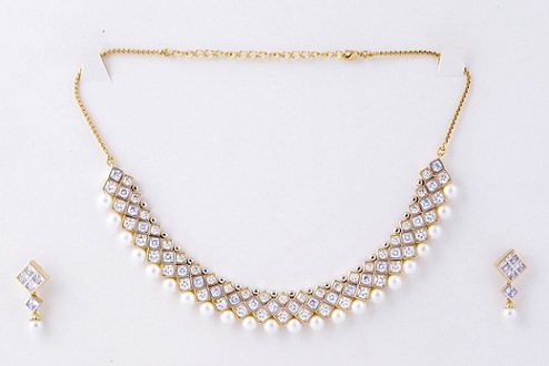 25 simple and beautiful diamond necklace designs kundan diamond necklaces with pearls mozeypictures Gallery