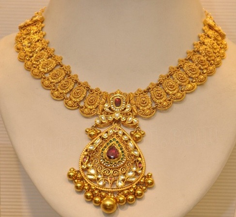 latest-designer-gold-necklace