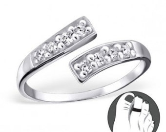 silver-diamond-toe-ring