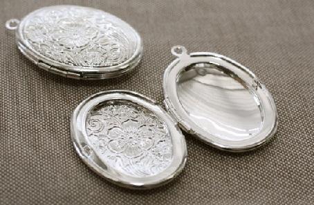 silver-photo-locket