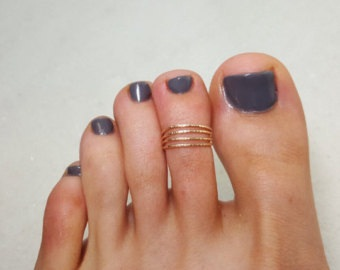 simple-gold-strand-toe-ring