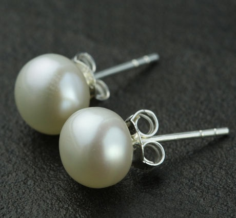 simple-pearl-earrings