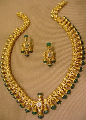 9 Indian Gold And Diamond Emerald Necklace Set Designs