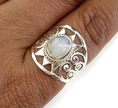 moonstone-birthstone-ring