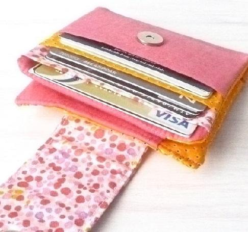 bi-fold-polka-dot-wallet-for-teenagers