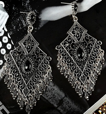 black-chandelier-earring9