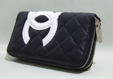 broad-black-and-white-wallet-with-zipper