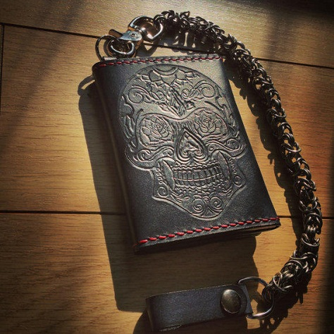 costumed-leather-chained-wallet