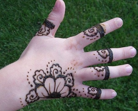 cute-mehndi-design14
