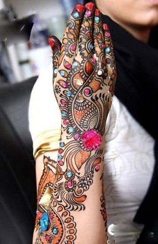 Bridal Mehndi Designs for Back Hands