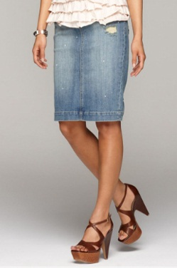 462a552ce9 Denim most favourite material name when it comes to clothing by women. Denim  comes in jeans, Jacket and of course in Skirt form too. Denim skirts is  more ...