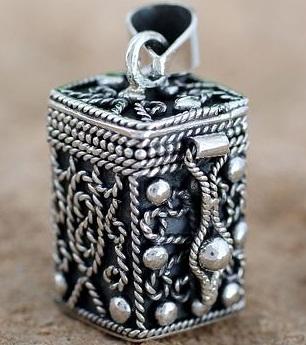 filigree-prayer-box-lockets17