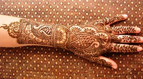 intricate-fronthand-rajasthani-mehndi-design19