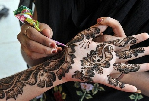 leafy-thickly-shaded-mehndi-design-9
