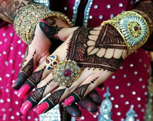 Outstanding Pakistani Mehndi Design