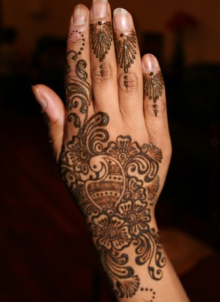 Peacock Pattern Mehndi Design for Back Hand