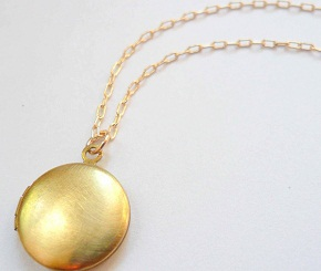 simple-gold-lockets1