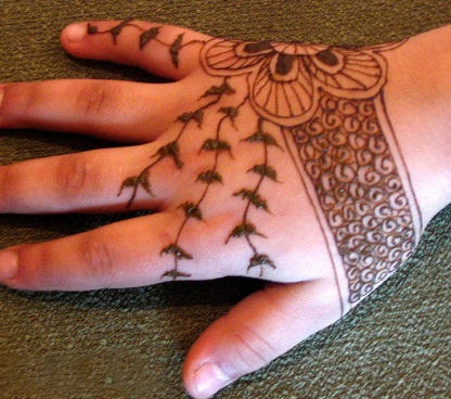 stylish-mehndi-design15