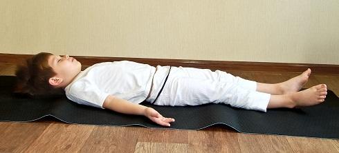 savasana yoga corpse pose  how to do steps and benefits