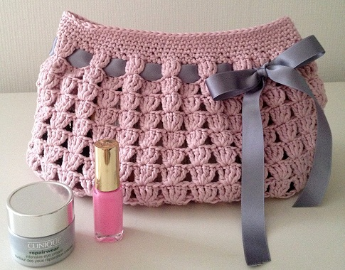 pretty-crochet-makeup-bag