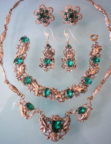 Abbey style Emerald necklace set -22