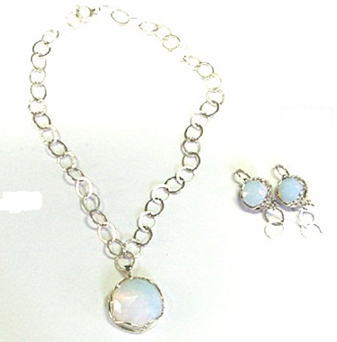 Pearl set necklace with ear hanging -11