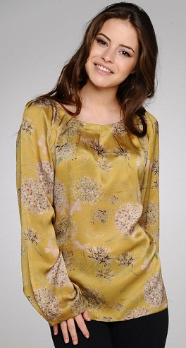 4bd8ff8987e87 9 Trendy Silk Tops for Ladies in Different Styles