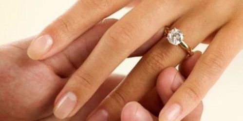 3 carat Diamond in gold ring