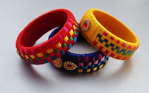 Checker style thread bangle