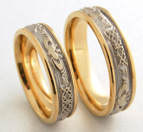 Distinct titanium gold embossed couples rings