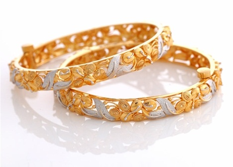 Floral Design Gold Plated Bangle