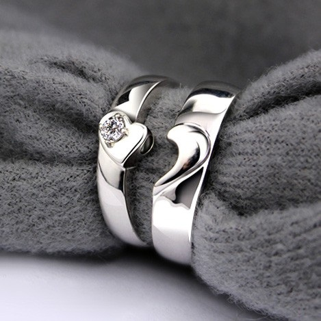 Magnetic half heart couple rings