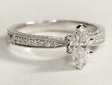 Ovual sharp cut diamond ring
