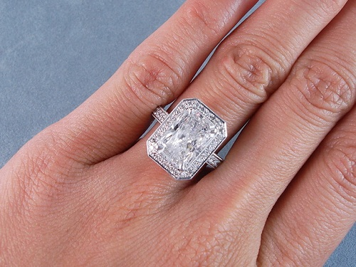 Radiant Cut 2-Carat Diamond Ring