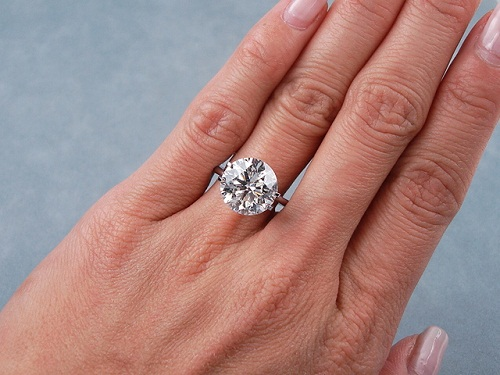 Round Cut 2-Carat Diamond Ring