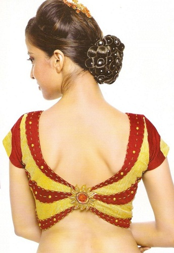 Short Blouse with Neck Pattern